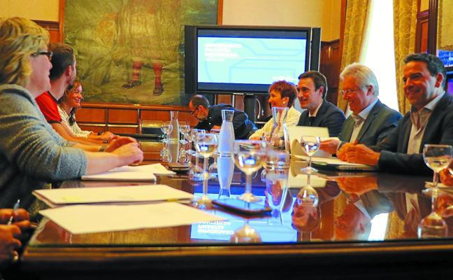 Euskadi retrasa un año más el cambio del reparto de ingresos que perjudica a Gipuzkoa