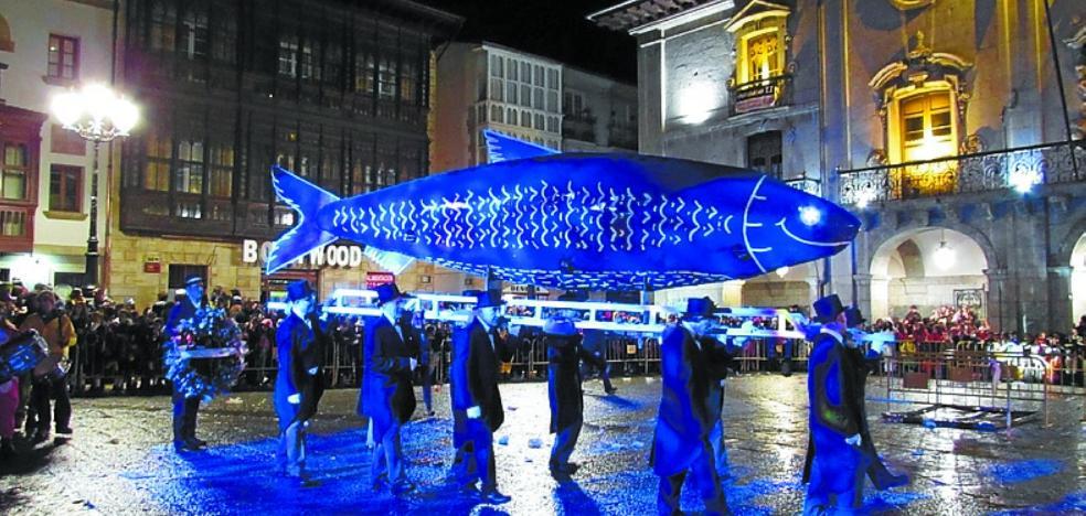 El entierro de la sardina pondrá hoy punto final a unos carnavales pasados por agua