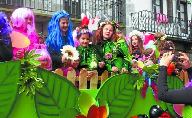 Cuestaciones, carrozas y disfraces para disfrutar del Carnaval