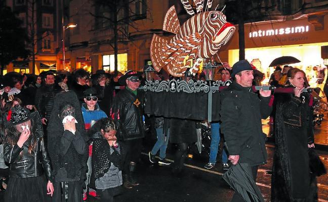 Adiós al Carnaval entre fuego y lluvia