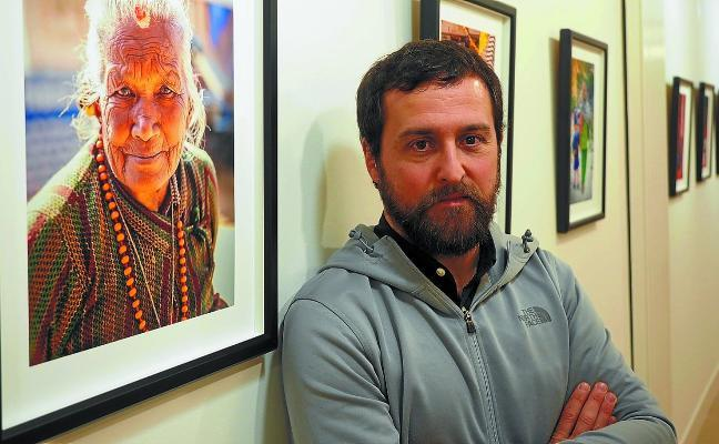 Nepal y Donostia comparten exposición en la casa de cultura