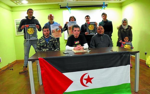 Amigos del pueblo saharaui presentan un programa con actos de apoyo presentacin amigos del pueblo saharaui en villa mirentxu txema fandeluxe Images