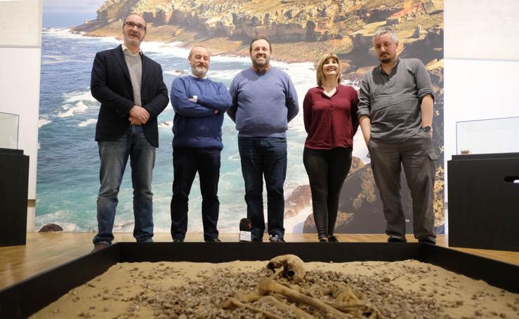 Exposición sobre el enterramiento humano más antiguo del País Vasco