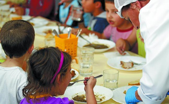 El fraude en los comedores enfrenta a Urkullu y a los padres de alumnos