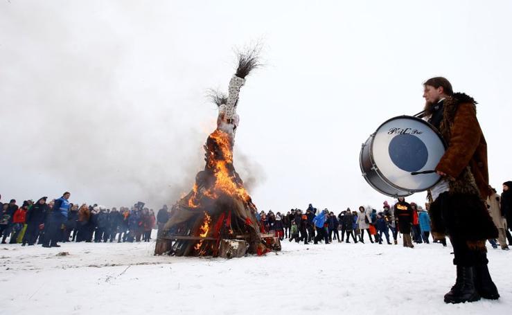 Pasado folclórico en la nieve