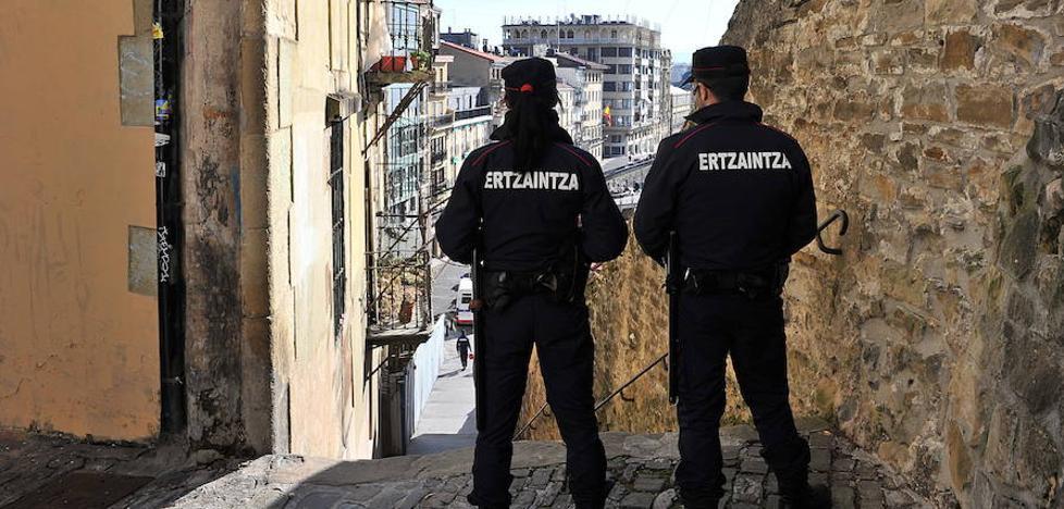 Arrestado en San Sebastián tras robar a un viandante por el método del abrazo