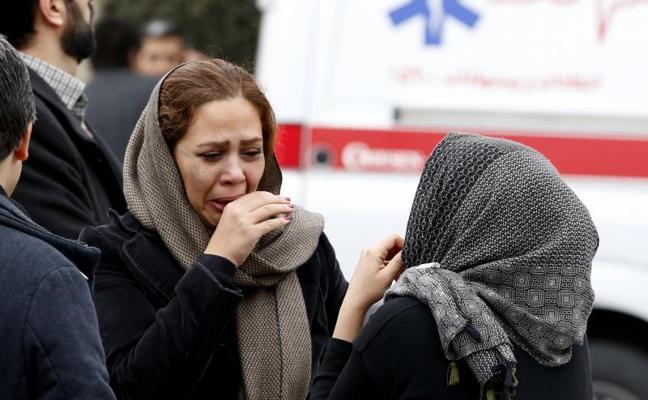 Se estrella un avión en Irán en el que viajaban 66 personas