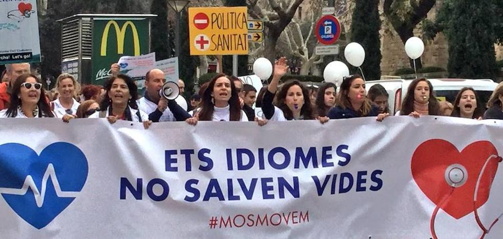Multitudinaria manifestación en Palma contra la exigencia del catalán en Sanidad