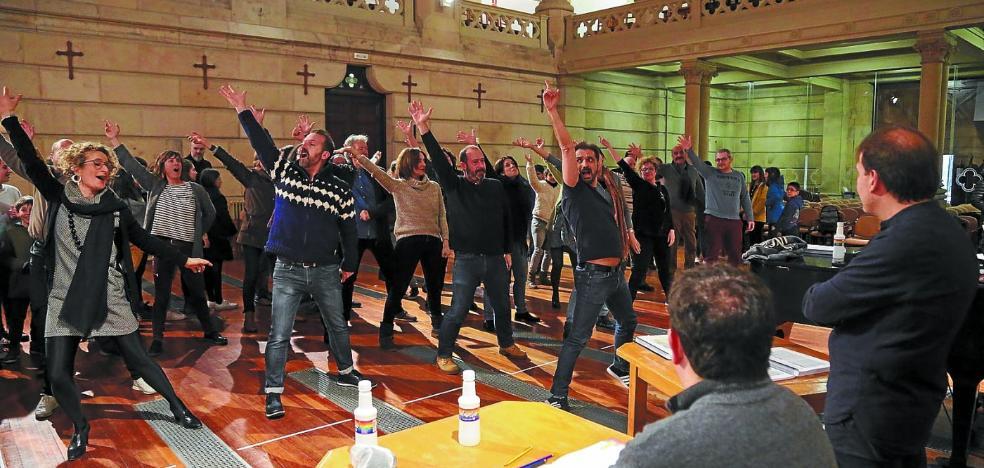 Opus Lirica ultima la puesta en escena de la ópera 'La Bohème' en Zorroaga