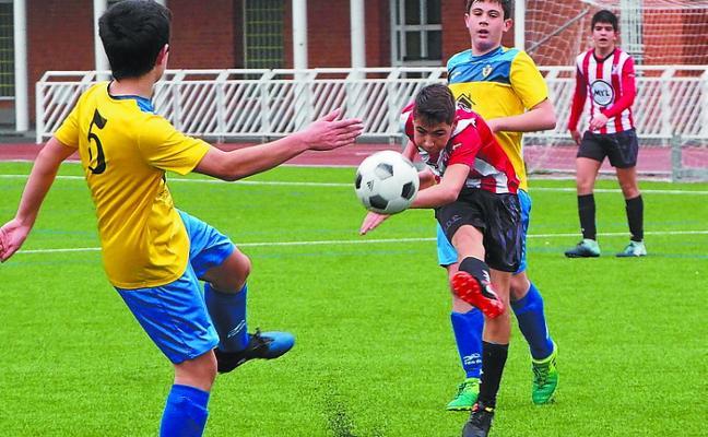 El Haundi sigue en la pelea por el ascenso tras el empate en el polémico choque de Idiazabal