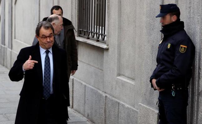 Artur Mas llega al Supremo para declarar por el 'procés' entre aplausos de decenas de personas