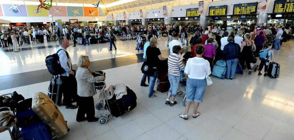 Detenidos en Canarias tres turistas británicos por acosar a una pareja homosexual en su vuelo