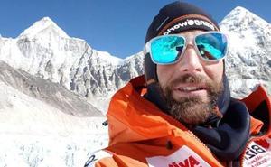 Alex Txikon llega al campo 2 del Everest