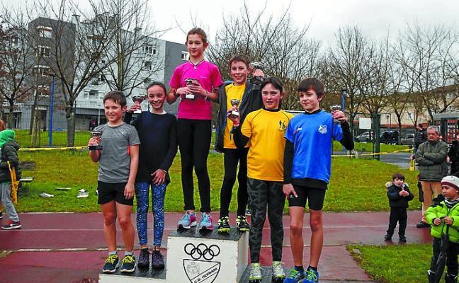 Medio centenar de jóvenes atletas participaron en el Memorial Adarraga