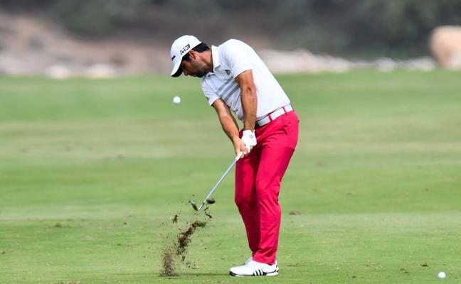 Adrián Otaegui, líder tras la segunda jornada del Masters de Catar de golf