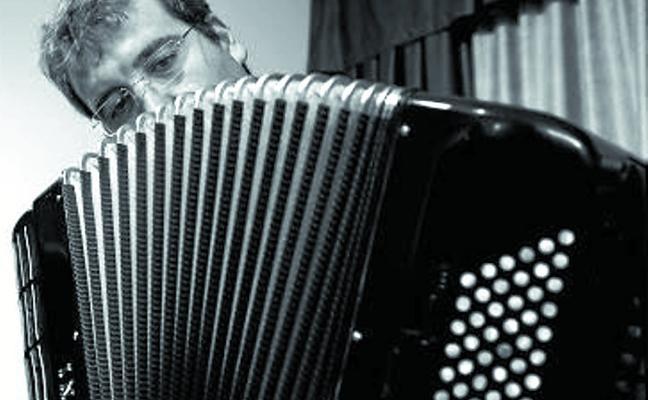 El acordeonista Raúl Jiménez del Río actúa esta tarde en La Milagrosa
