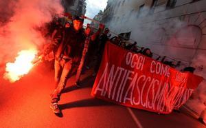 La ultraderecha y los antifascistas toman las calles de Italia