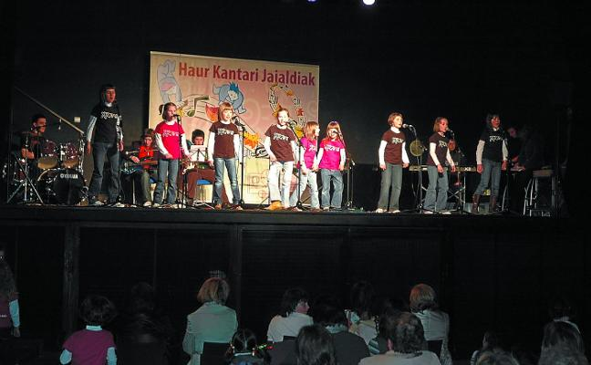 Nafarroako Haur eta Gaztetxo Kantari Jaialdia se inicia en Bera el sábado