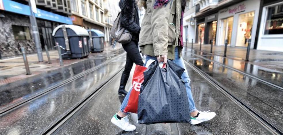 Se retrasa la prohibición de distribuir bolsas de plástico gratuitamente