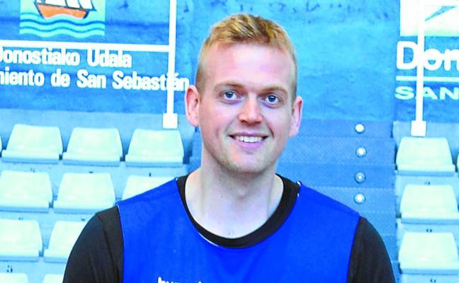 Daniel Clark: «A los ingleses nos gustan los derbis como el del domingo en Miribilla»
