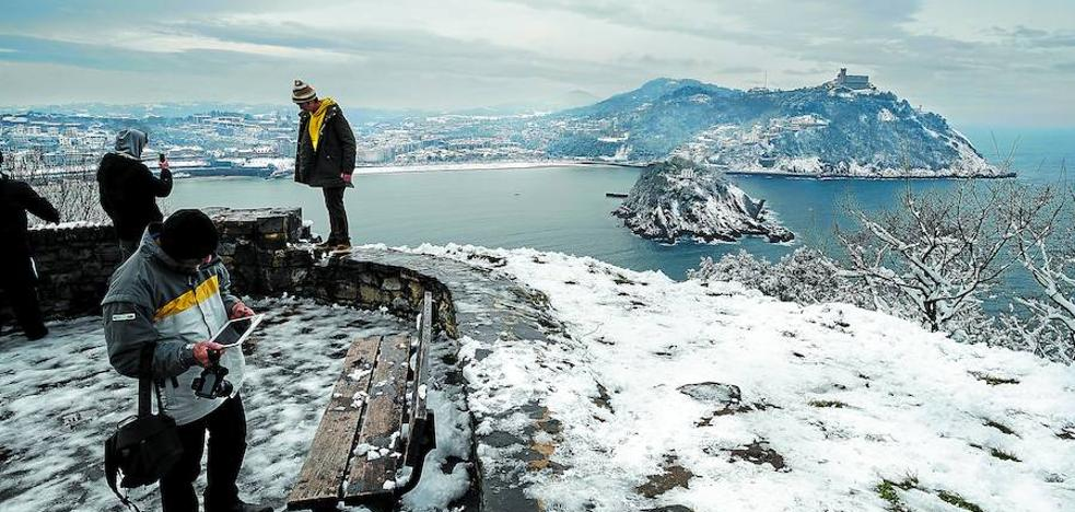 La mayor nevada en 22 años paraliza Gipuzkoa