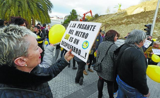 Protesta contra las obras del Metro en Benta Berri