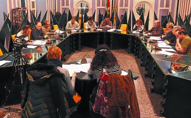 Pleno de declaraciones y euskera