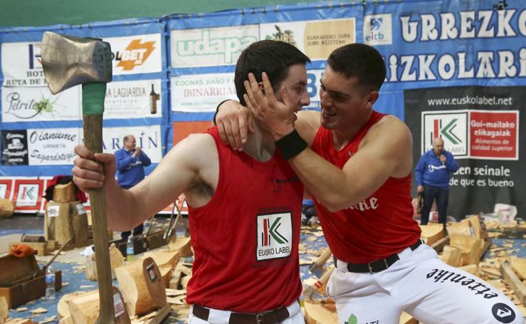 Vicente y Saralegi se imponen en el Urrezko Aizkolarien Binakako Txapelketa
