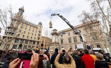 La historia contra la estatua