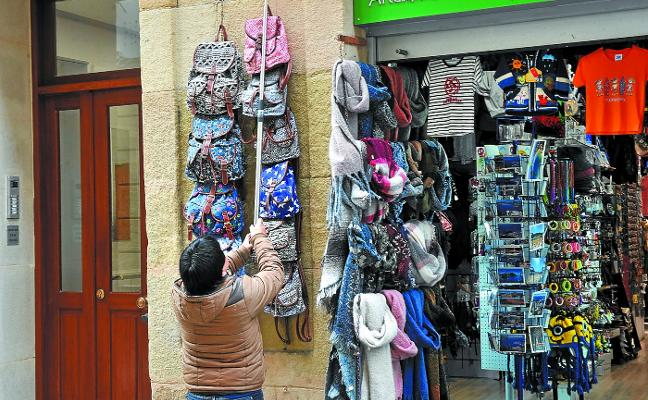 Las tiendas solo podrán sacar un expositor a la calle y deberán dejar dos metros de acera libre