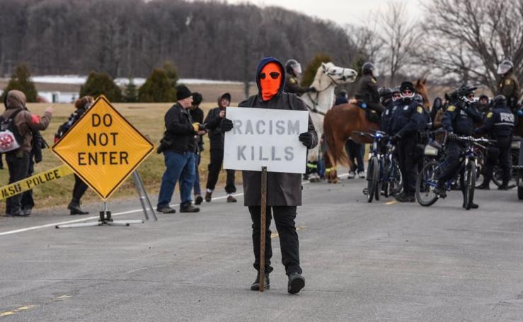 Enfrentamientos durante un mitín del líder racista Richard Spencer