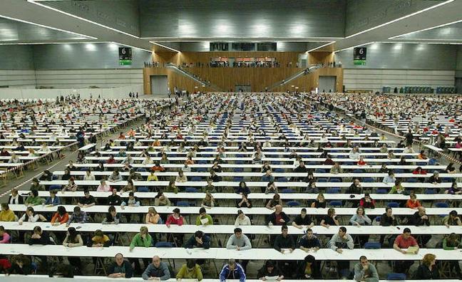 Osakidetza contabiliza 60.000 solicitudes para participar en la OPE y espera que se alcancen las 70.000 u 80.000