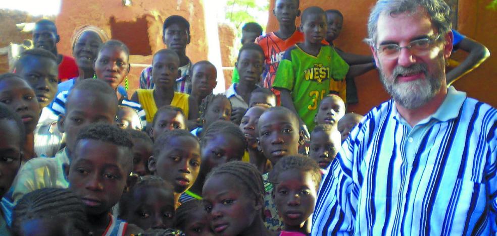 Bicis, material sanitario y escolar con destino a Mali