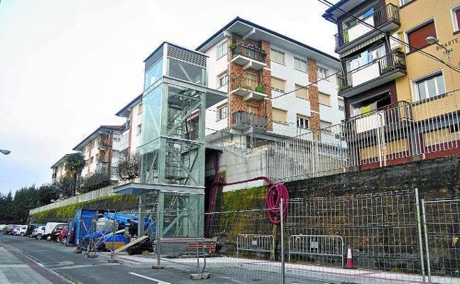 Falta poco para que el ascensor en el barrio de Urraca «sea una realidad»