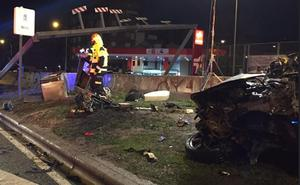 Dos jóvenes muertos y cuatro heridos al estrellarse un turismo contra una mediana en Madrid