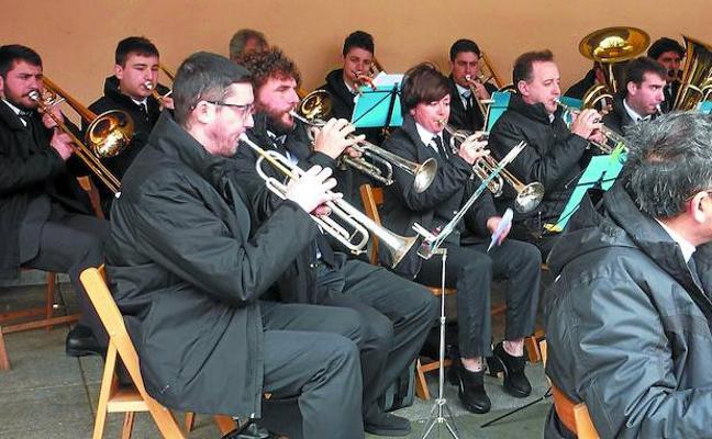 La Banda Illunbe ofreció un concierto en Gure Zumardia