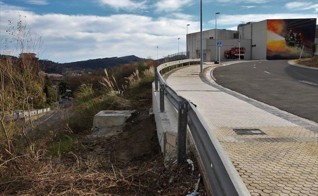 20.000 euros ha costado reparar el vial de entrada al parque de bomberos de Garbera