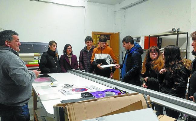 Alumnos de Salesianos visitan una empresa de reprografía de Tolosa