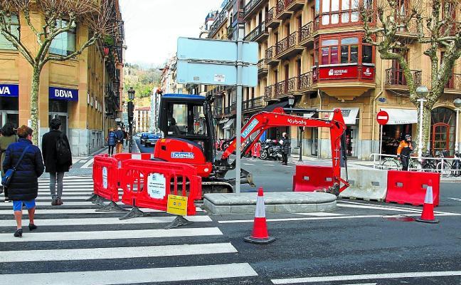 Mantenimiento justifica el retraso en el asfaltado por los «87 días de lluvia desde noviembre»