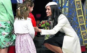 Meghan, de blanco en su primer acto oficial con Isabel II