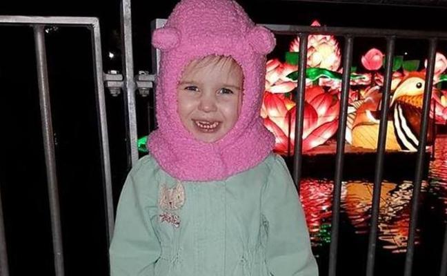 La extraña enfermedad de una niña irlandesa que se congela en minutos