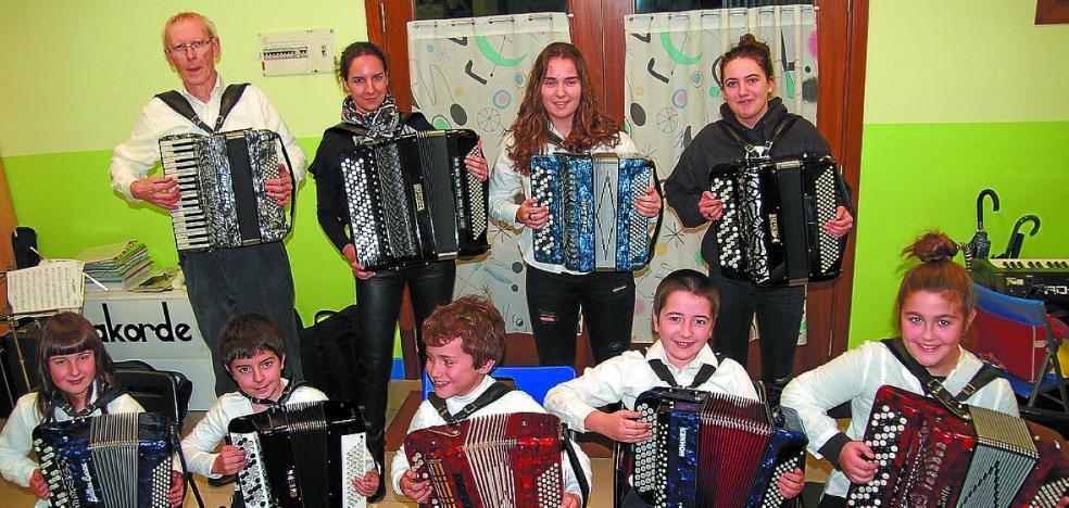 Soinuak Akordeoi Taldea actuará el 16 en la Basílica