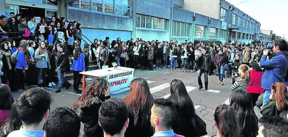 Apoyo a las universitarias golpeadas por un profesor
