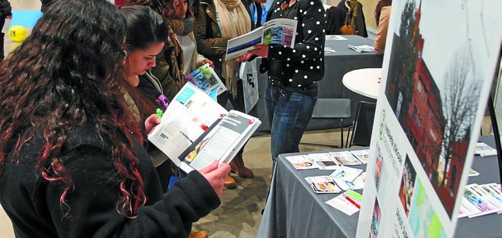 El Salón Gela acoge desde hoy una amplia oferta de estudios para los jóvenes guipuzcoanos
