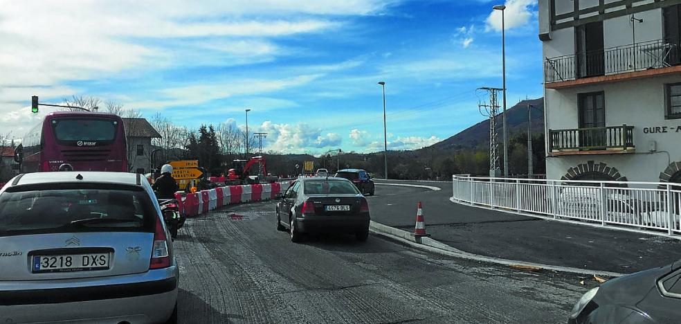 Hoy comienzan los trabajos de asfaltado de la rotonda de Amute