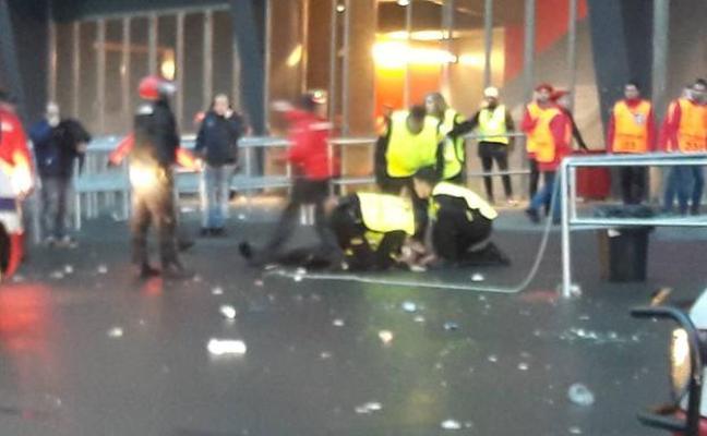 Dos vigilantes heridos y tres ultras galos detenidos en graves incidentes dentro de San Mamés