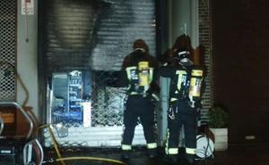 Un incendio causa daños en una pastelería de Intxaurrondo