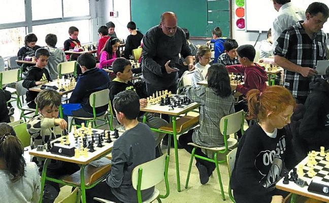 Gainzuri acogió el zonal escolar de ajedrez de Urola Garaia