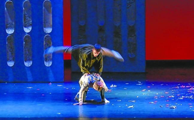 'Hormek diote', espectáculo de la compañía Haatik Dantza, en el auditorio de Bastero