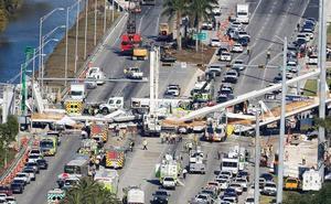 Mueren cuatro personas en Miami al hundirse un puente para peatones sobre una carretera